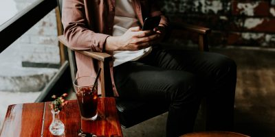 What You Should Look For When He's Texting, But He's Not Texting You
